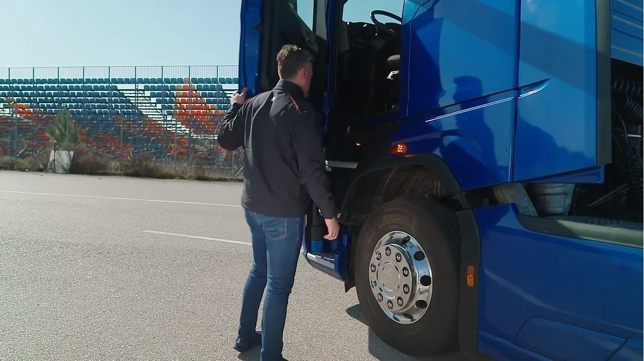 VIDEO - Cum se dezinfecteaza corect camionul